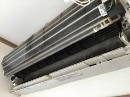 フィルター自動お掃除機能付きエアコン