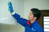 照明器具・キャビネット・吊戸棚、収納庫表面などをお掃